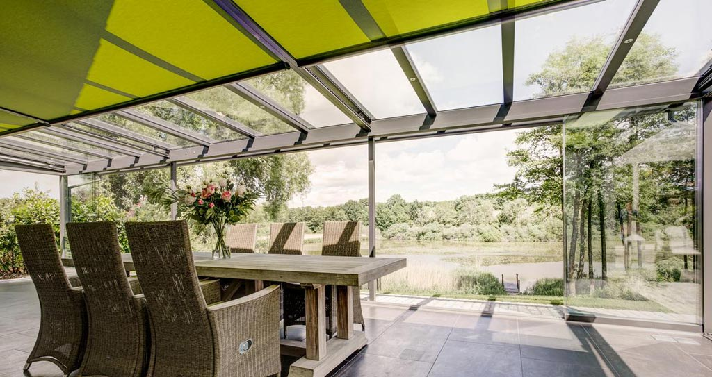 Terrassenüberdachung mit Markise als Sonnenschutz-Erweiterung
